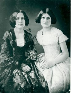 Risultati immagini per LE SOREllE FOX 1848